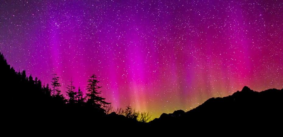 aurora-borealis-1065013_960_720.jpg
