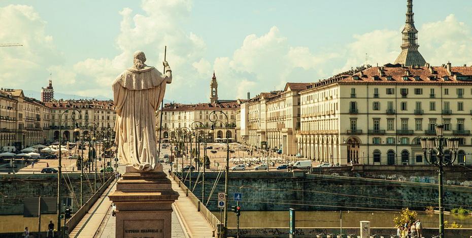 piazza-vittorio-438449_960_720.jpg
