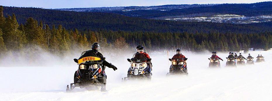 snowmobiles-2108758_960_720.jpg